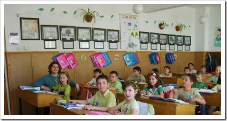 Ziua Pământului! rostesc elevii clasei a III -a B . Împreună cu d-na învățătoare Daniela Crăciun.